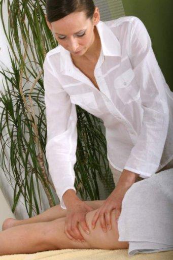 Cellulite Massage am Bein