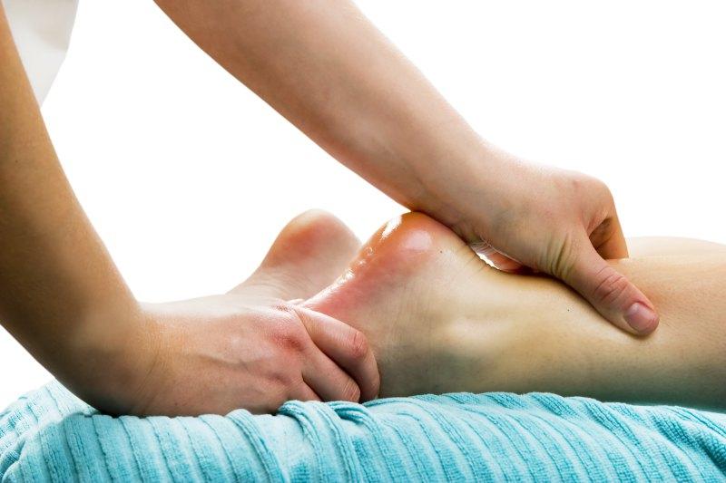 Fußmassage an der Ferse