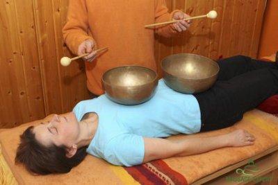 Klangmassage, Klangtherapie in Rückenlage