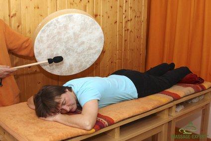 Klangmassage mit einer Trommel
