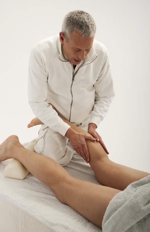 Massagegriffe an der Wade