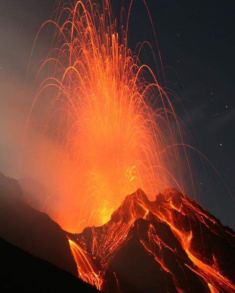 Vulkanausbruch mit Lava und Magma