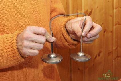 Zimbeln in zwei Händen